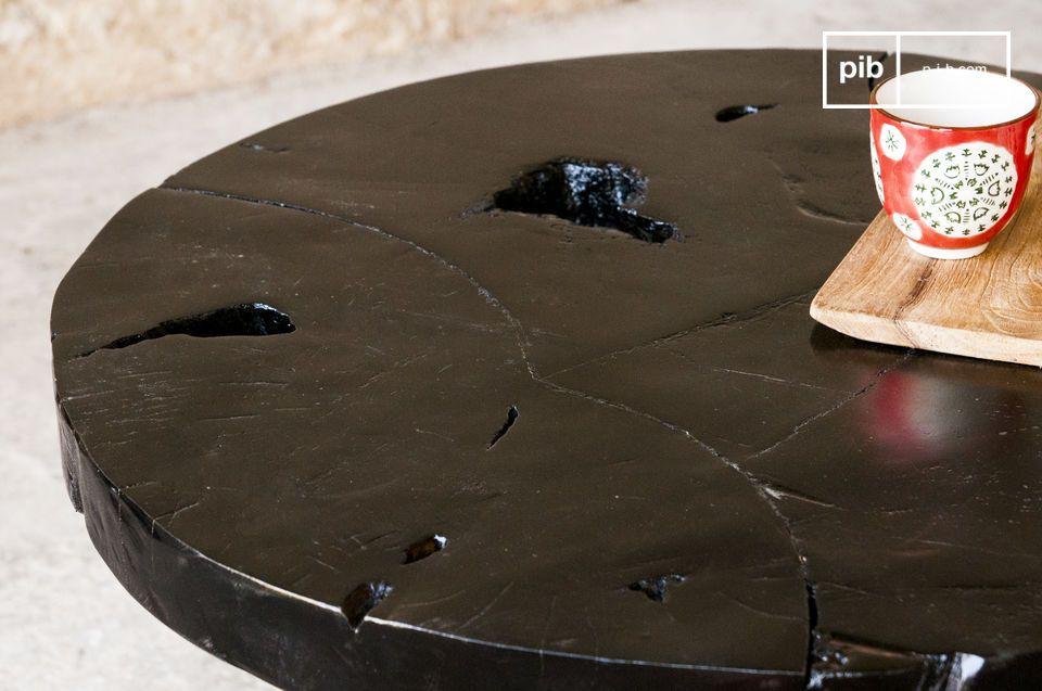 Ein dunkler Vintage Tisch für eine gelungene Deko