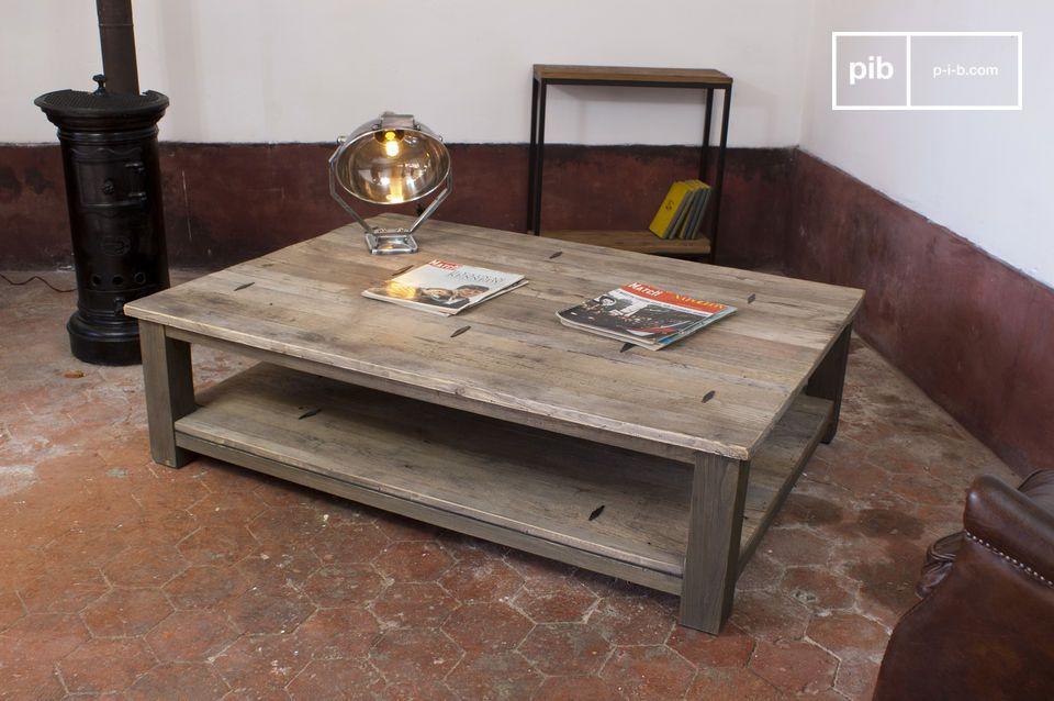 Der Couchtisch aus Metallteilen ist ein einzigartiger Tisch der zwar robust ist