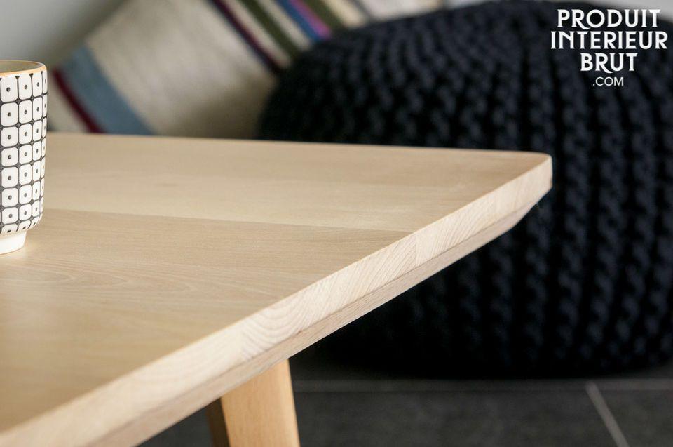 Der Tisch Möka mit seinen klaren Linien besteht ganz aus Buchenholz