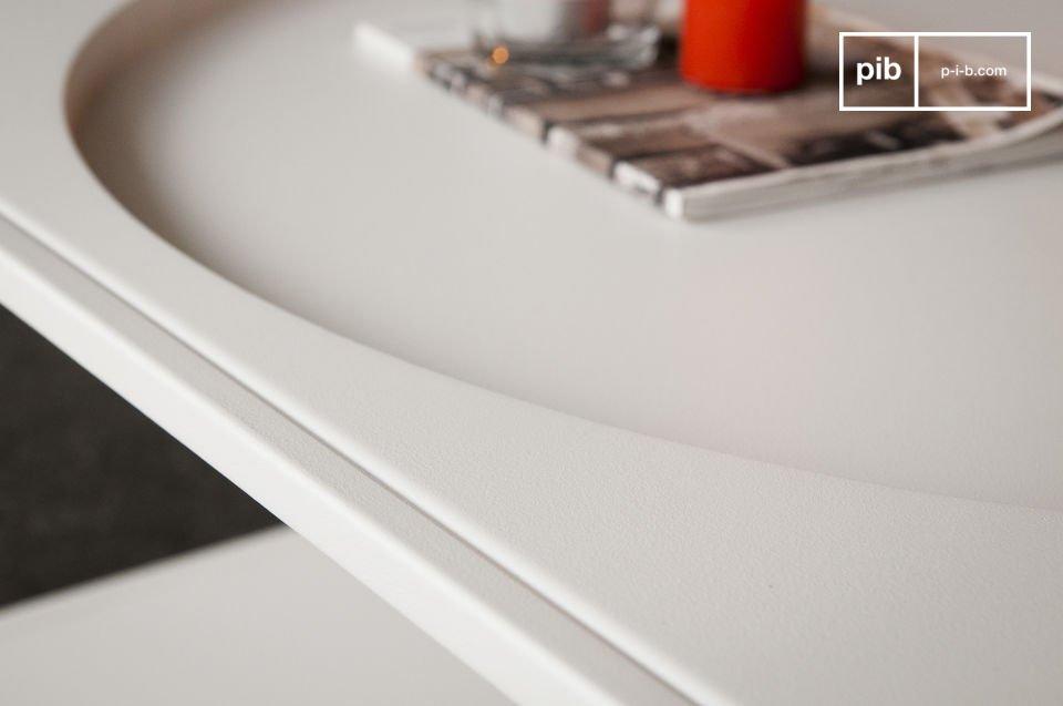 Der Couchtisch Nölbis besteht ganz aus Metall und ist mit einer besonders robusten mattweißen