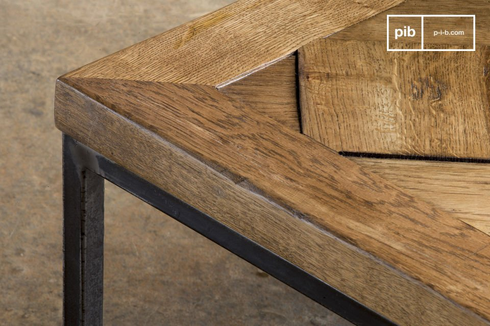 Der Couchtisch Queens ist ein Möbelstück im vintage stil