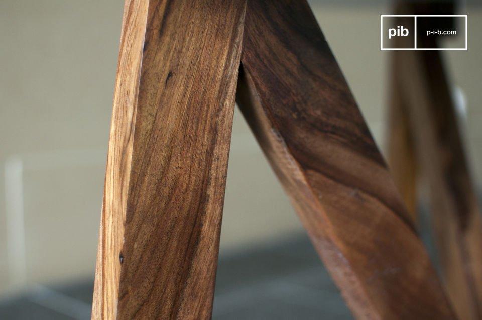 Der Couchtisch W bezaubert in seinem retro Stil vorallem durch den Kontrast in Material sowie Farbe