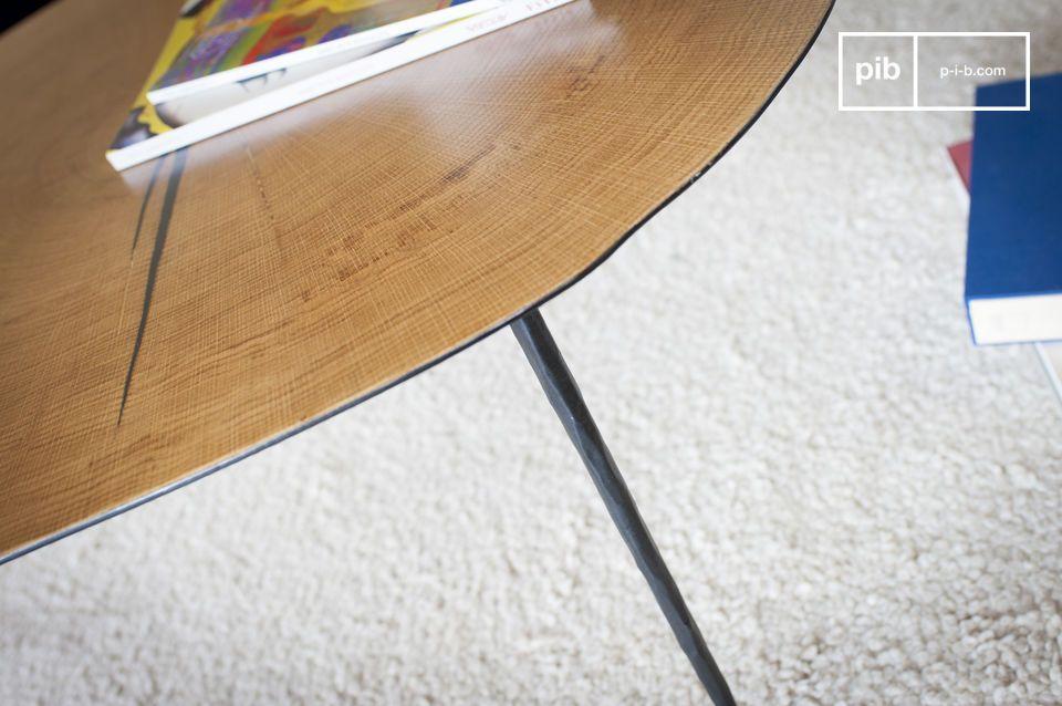 p>Admire hier die Kombination von Metall und natürlichem Holz