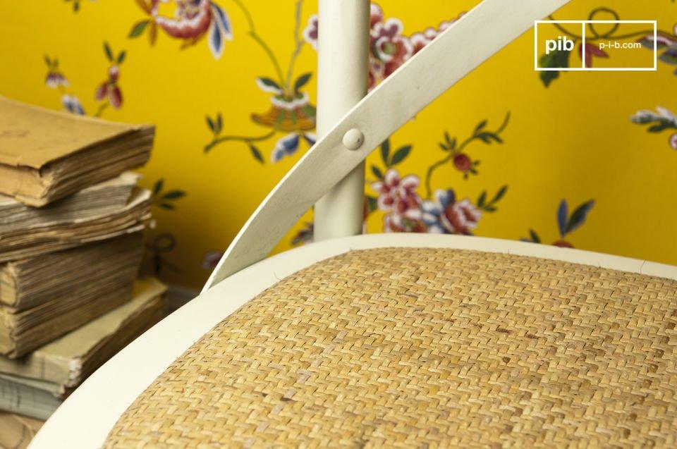 Mit diesem schönen patinierten  Barock-Stuhl  aus massiver Buche wird Ihr Esstisch zu einem