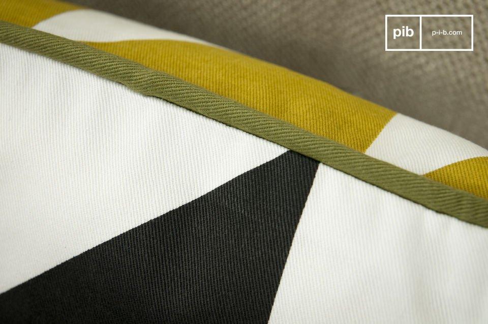 Aus 100% Bio-Baumwolle, Vorderseite mit gelben, Hinterseite mit schwarzen Dreiecken