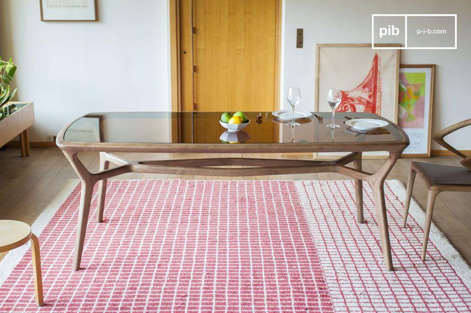 Der elegante und raffinierte Dagsmark Esstisch aus Holz und Glas besteht aus einem matt lackierten