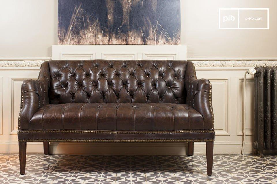 Schickes Retro Sofa ganz aus gealtertem Leder