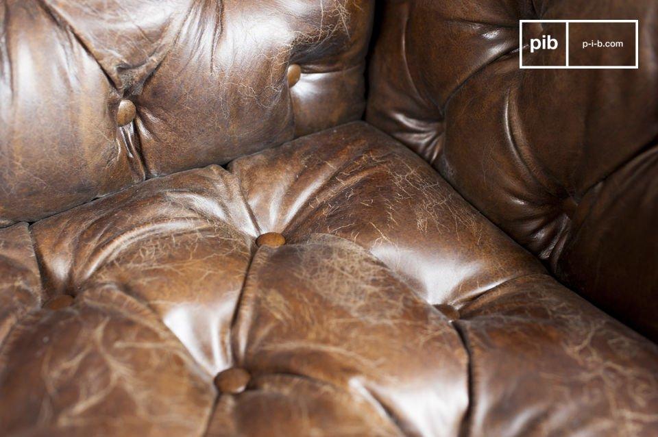 Sie werden den Komfort seines Sitzes und seiner im Sinne der Chesterfield Möbel gepolsterten