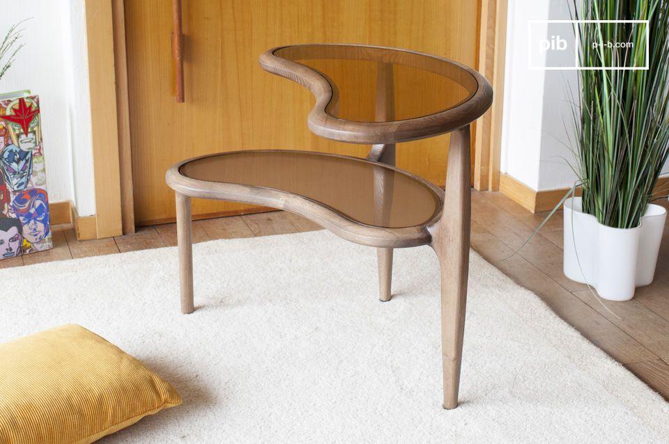 Aus massivem Eschenholz auf drei Beinen gefertigt