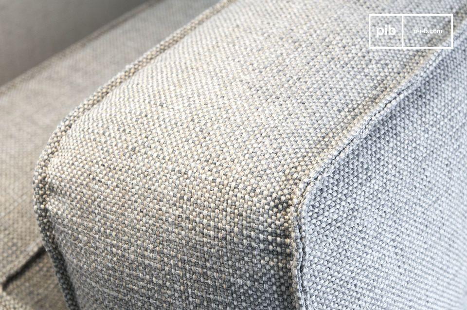Liebhaber von grafischen und geschmeidigen Formen werden Ihr Glück mit dem Sofa Silkeborg  finden