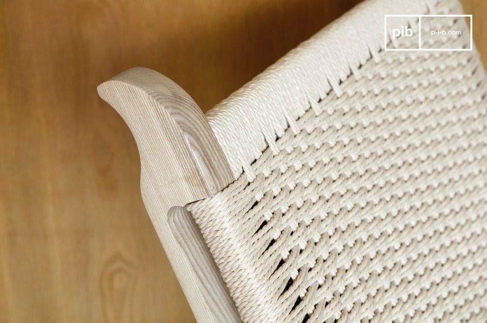 Die geometrischen Linien des Satow mesh Sessels wechseln Winkel und Rundheit in einer besonders