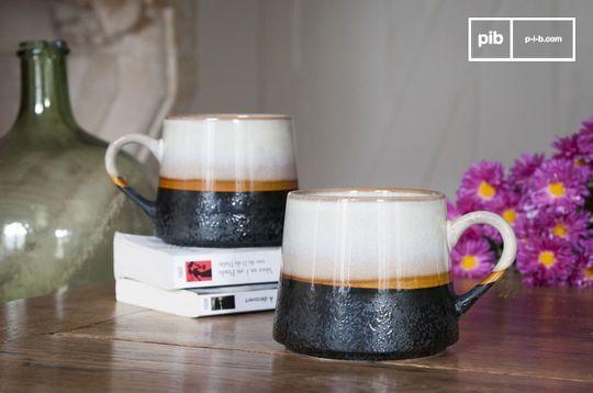 Ein Paar große Keramik Tassen