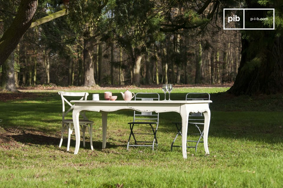 Ein romantischer Tisch, der für wichtige Ereignisse vergrößerbar ist