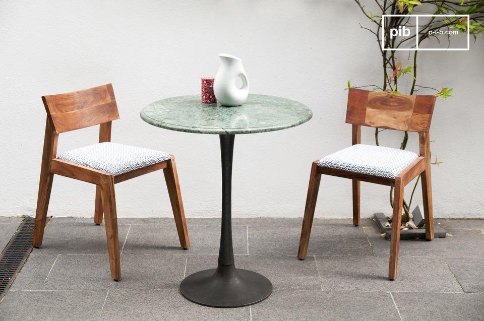 Der Esstisch Marble ist ein Tisch im skandinavischen vintage Stil