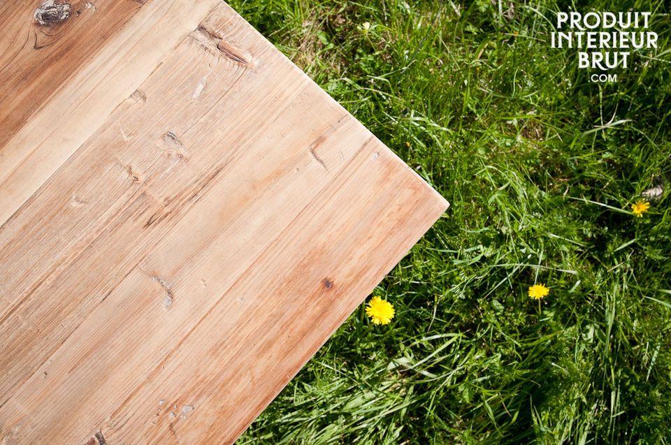 Jedes Klappteil wird durch zwei Beine gestützt, wodurch der Tisch äußerst stabil wird