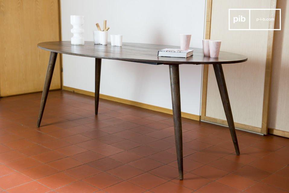 Der Tisch Bikhatz passt perfekt in die Mitte eines Esszimmers oder auch in einen Konferenzraum