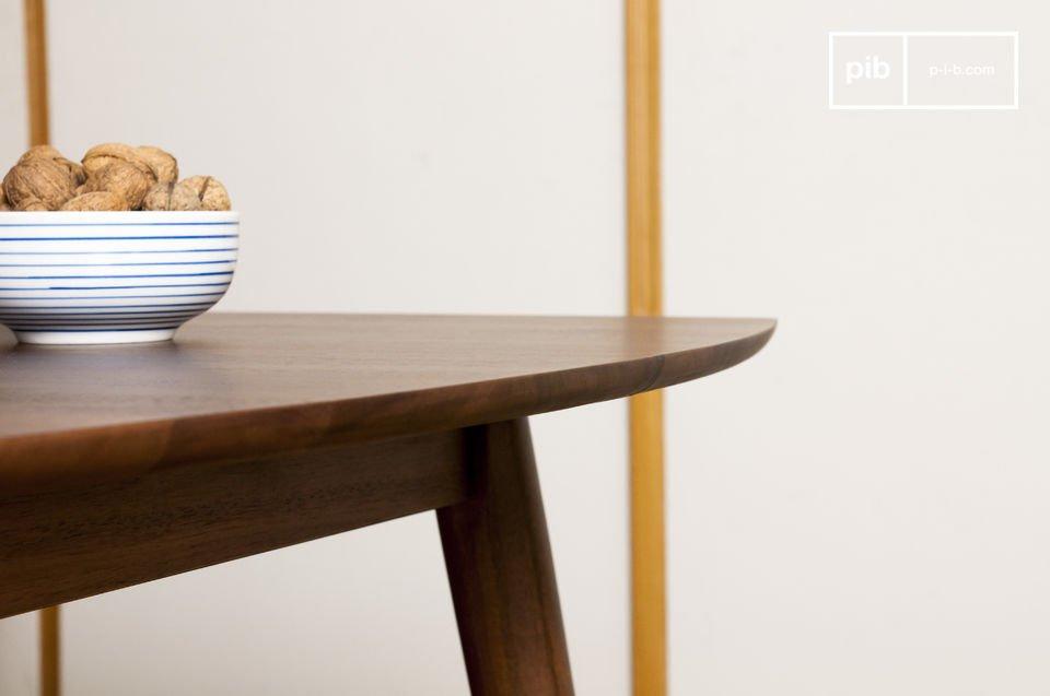 Massivholz, elegante Linien und eine sorgfältige Verarbeitung