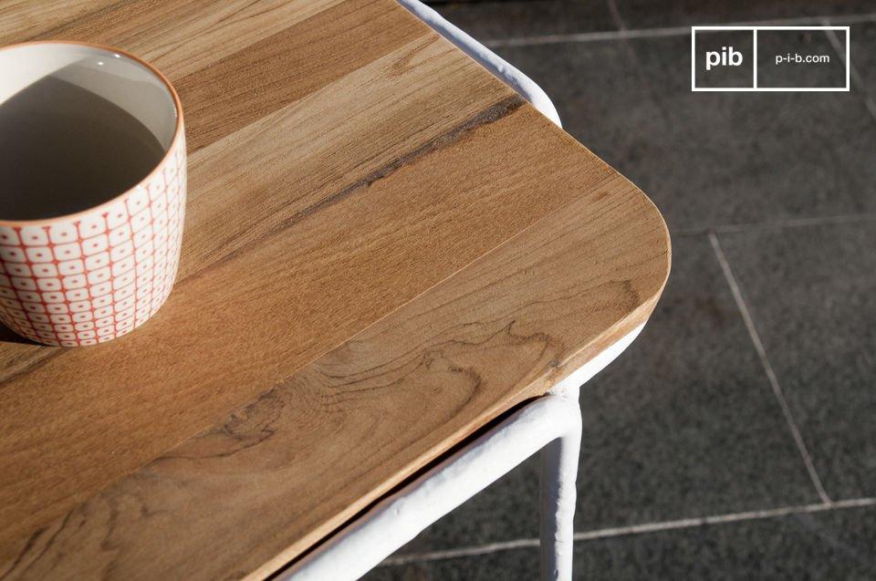 Der Tisch lässt sich ausgezeichnet mit schönen weißen Stühlen kombinieren und passt so perfekt in Ihre Küche oder in Ihr Esszimmer