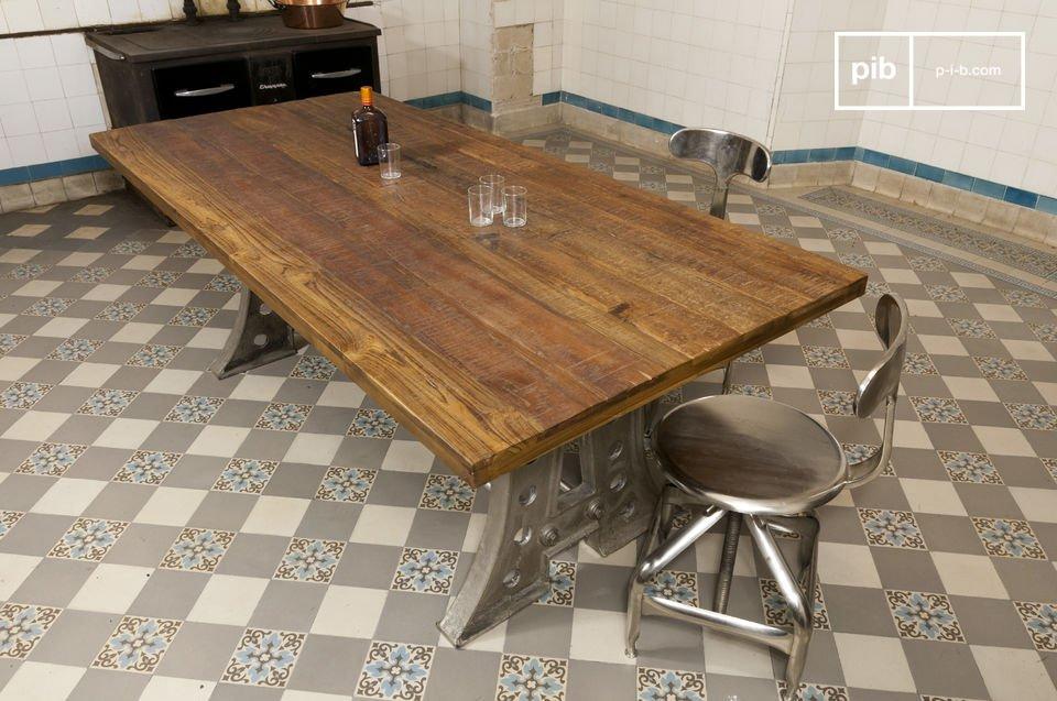 Tisch von 210 Zentimetern Länge aus Stahl und recyceltem Teak-Holz