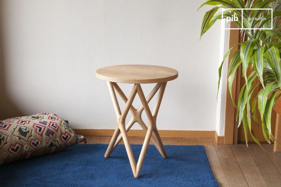 Die Eleganz des klassischen skandinavischen Designs für einen Vollholztisch