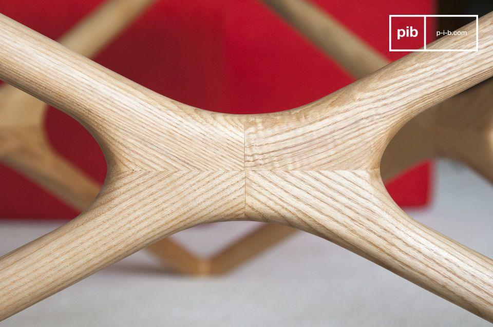 P>Lieferung in einem Stück, der Sockel zeigt ein schönes Möbelstück