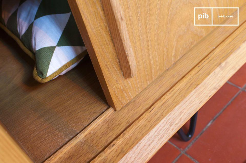Die Schiebetüren auf Holzrutschen können sich vollständig überlappen