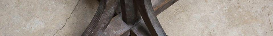 Materialbeschreibung Garderobenständer aus gealtertem Holz