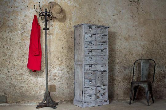 Garderobenständer aus gealtertem Holz