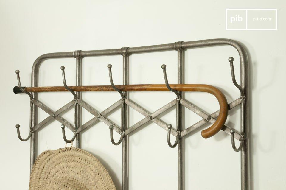 Wählen Sie mit diesem metallischen Garderobenständer ein charaktervolles Eingangsmöbel!Das Möbel