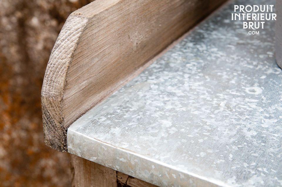 Charmanter und zeitloser Beistelltisch aus Holz