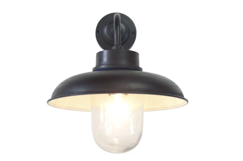 Diese Beleuchtung ist typischerweise für eine Hausfassade bei einer Eingangstüre vorgesehen