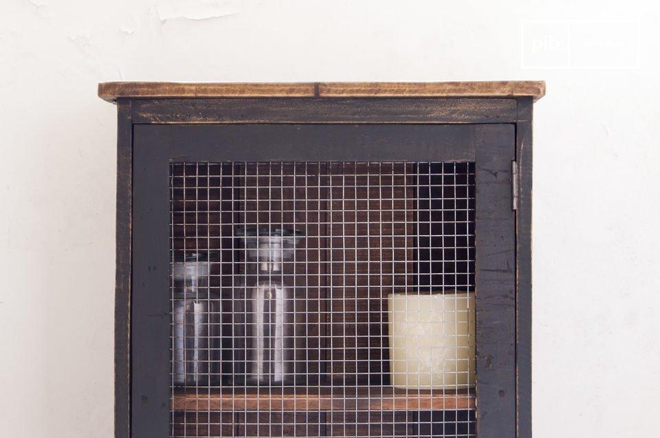 Dieser praktische Schrank voller Charme wird in jeden Raum Ihres Zuhauses den Geist des Retro