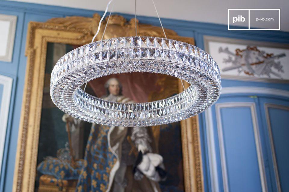 Der Monte Carlo Glas Kronleuchter besteht aus hunderten von abgeschrägten Glasrechtecken