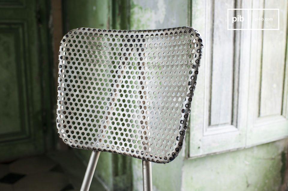 Streben Sie nach einem robusten und originellen Stuhl aus perforiertem Metall um einen Hauch