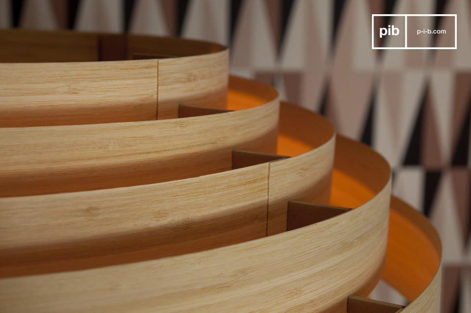 Diese zur Gänze aus Bambus gefertigte Leuchte präsentiert sich im resoluten skandinavischen Style