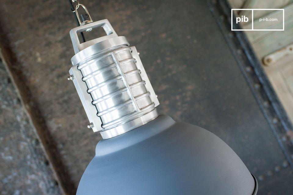 Großformatig und konsequent industrieller Stil 100% Aluminium