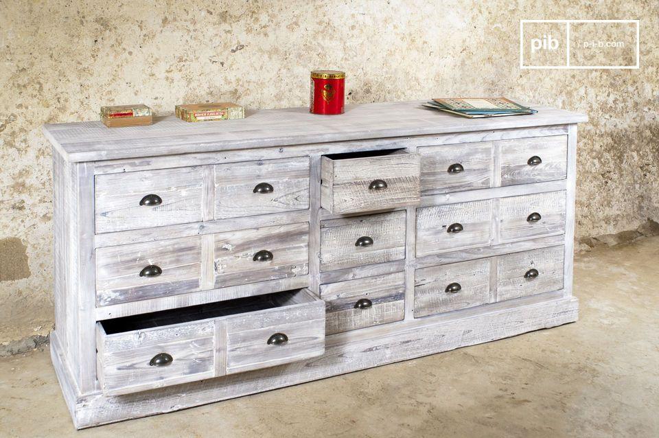 Dieser Werkstatt-Tisch vereint zur Perfektion die praktische Seite einer Kommode mit dem  Vintage