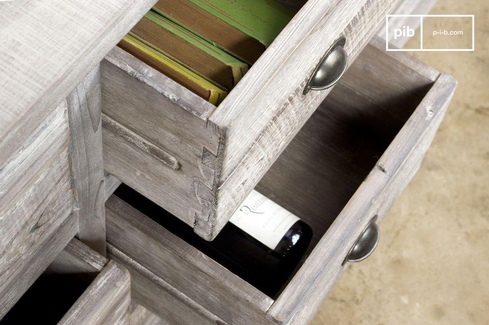 In seinen 9 großen Schubladen (davon 6 Doppelladen) kann man zum Beispiel Kleidung oder Geschirr