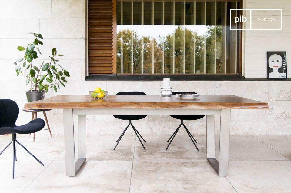 Eine außergewöhnliche Holzplatte für einen Tisch mit zeitlosen Linien