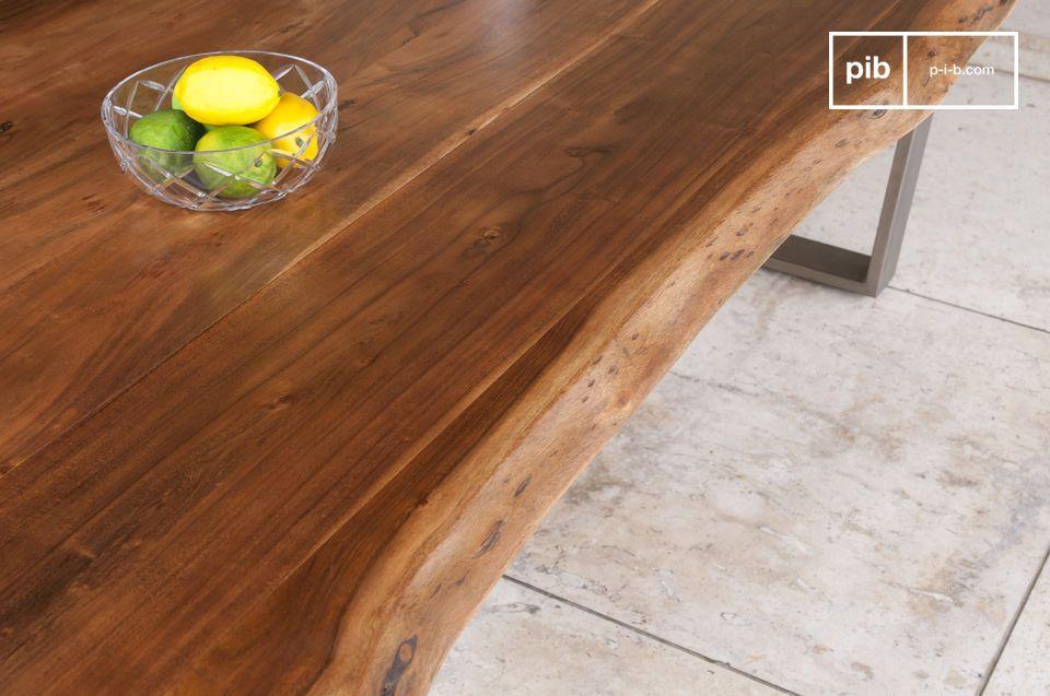 Der Tisch Avallan kombiniert einen dicken