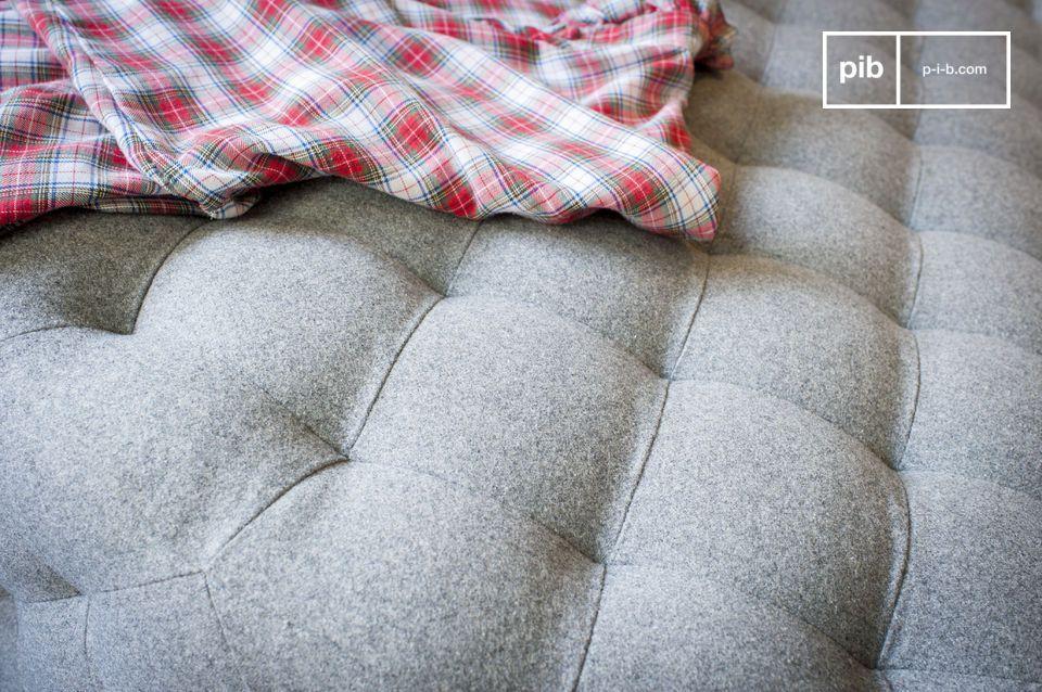 Schlichtes Design, Große Dimensionen und Wollbeschichtung