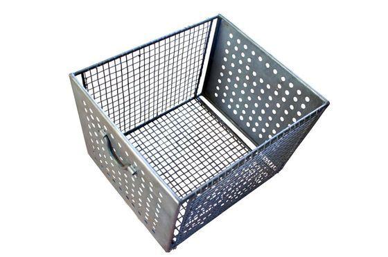 Großer Gitterkorb aus Metall ohne jede Grenze
