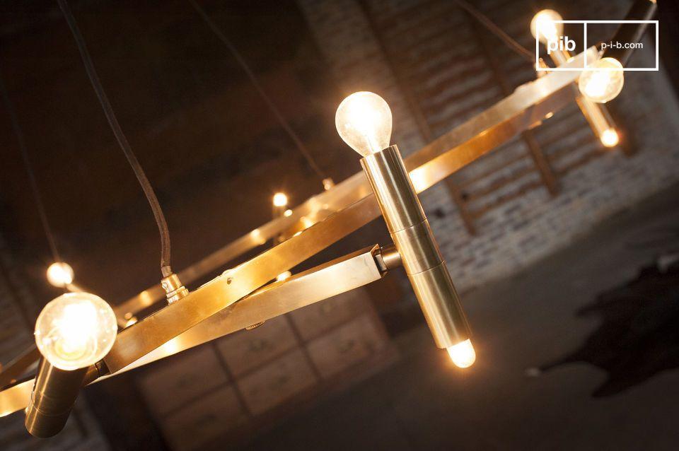 Dank einer außergewöhnlichen Kombination von 20 E14-Lampen bis zu 25 Watt
