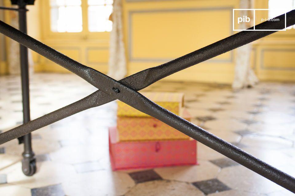 Diesen für Vintage Möbel typische Tisch gibt es auch in 183 cm Länge:  Tapeziertisch aus altem