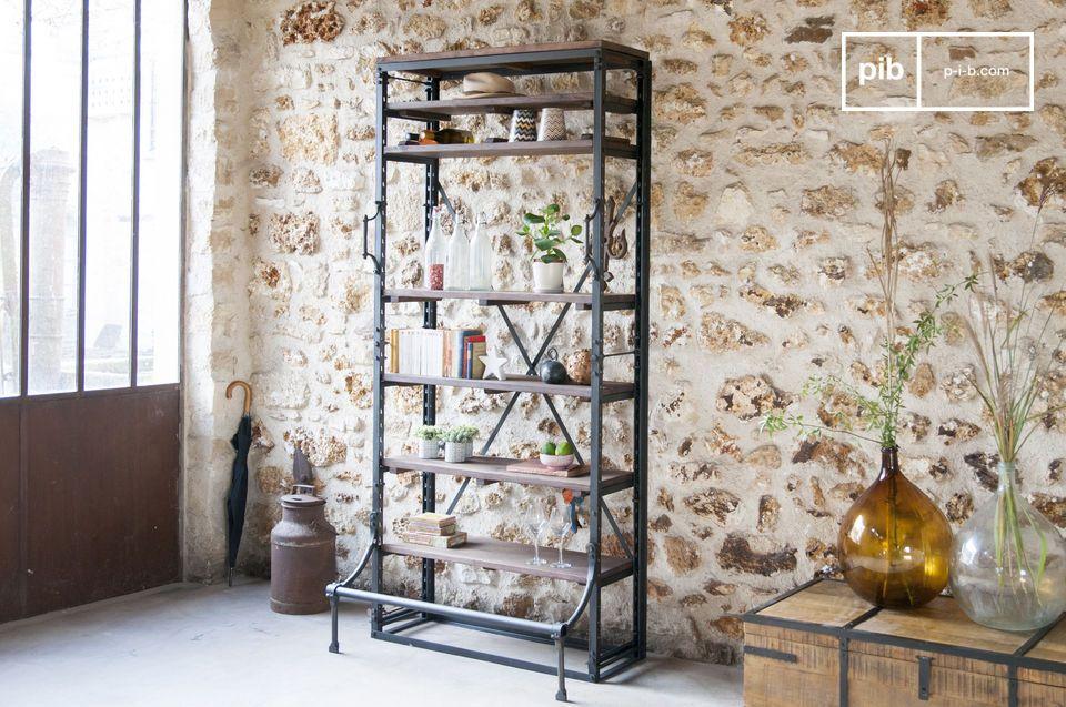 Ein großes Volumen zur Lagerung und ein Industrial-Chic-Touch für ein Büro oder Wohnzimmer