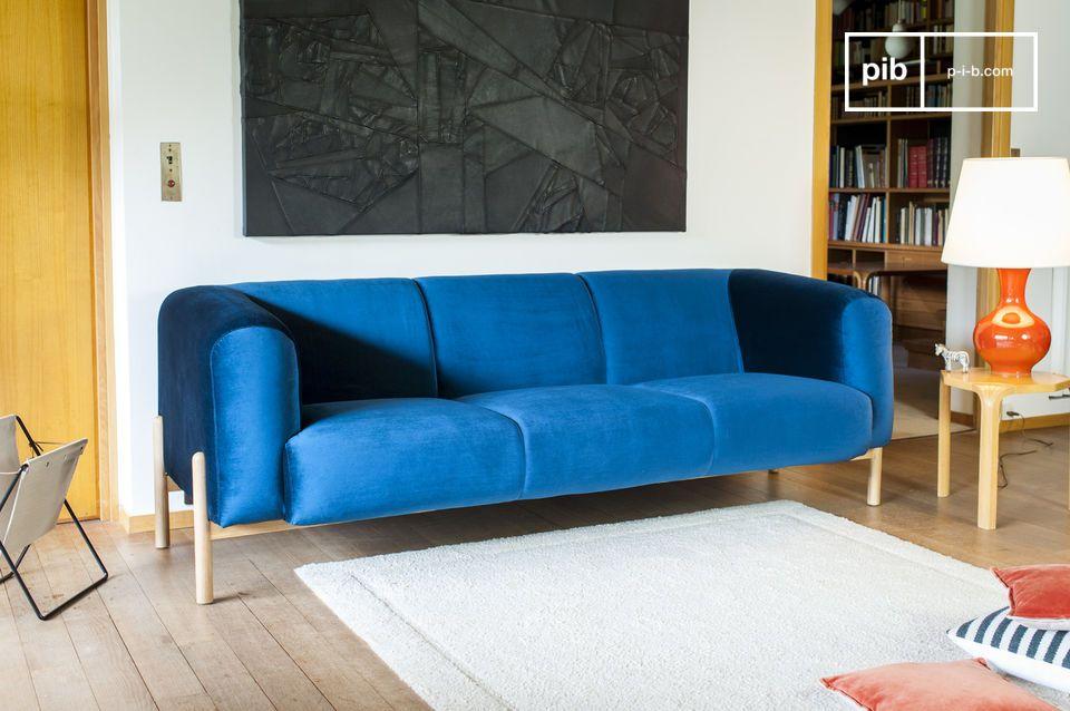 Ein 3-Sitzer-Sofa mit zeitlosem skandinavischem Flair, perfekt für einen Hauch Farbe