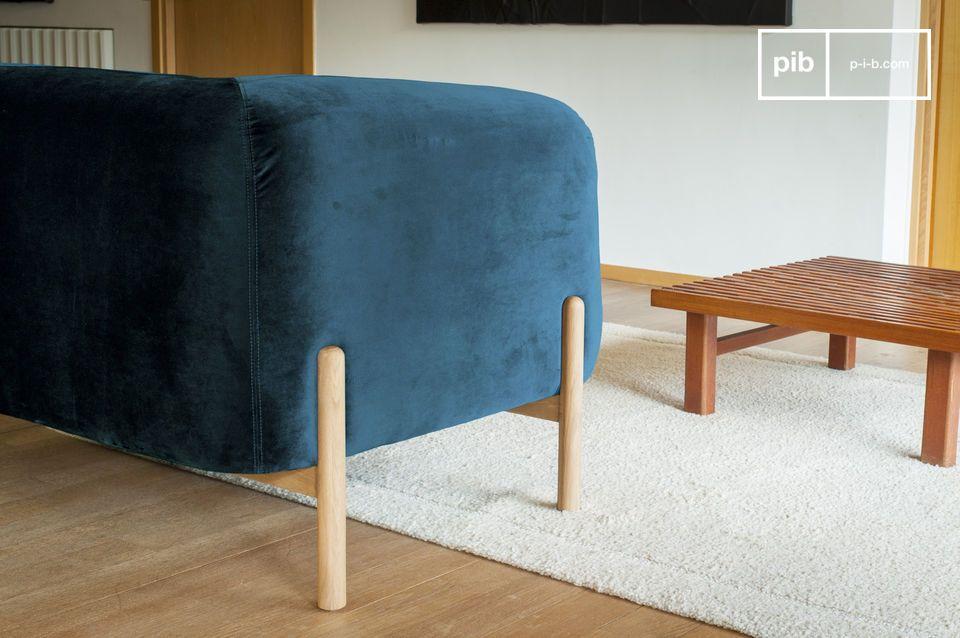 Dies verleiht dem Möbelstück eine originelle Note und schafft einen ästhetischen Kontrast