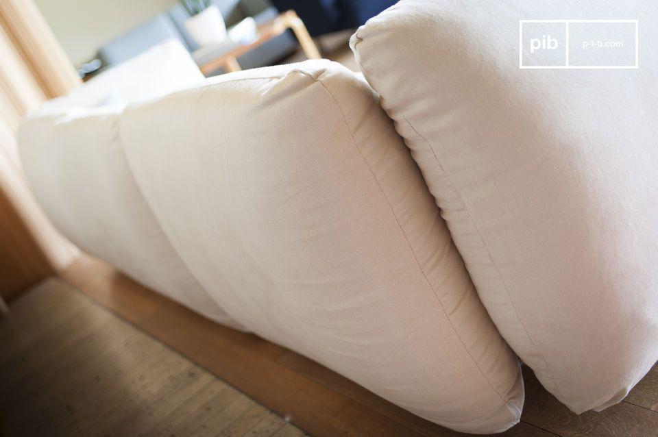 Das Sofa bietet durch seine hohe Polsterdichte und hervorragende Sitzqualität auch sehr hohe