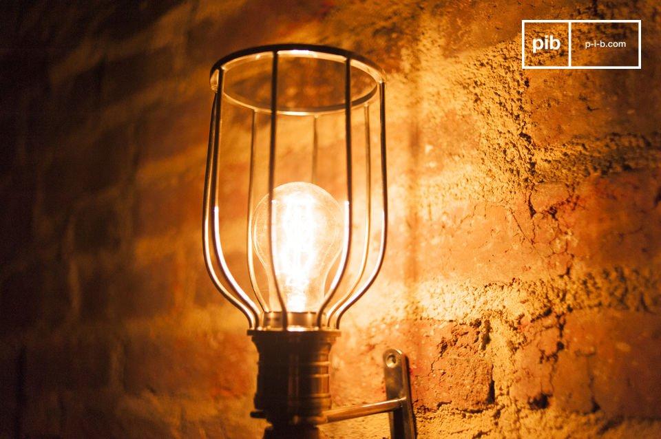Leuchte aus Holz und Metall im Vintage Style mit Wandhalterung