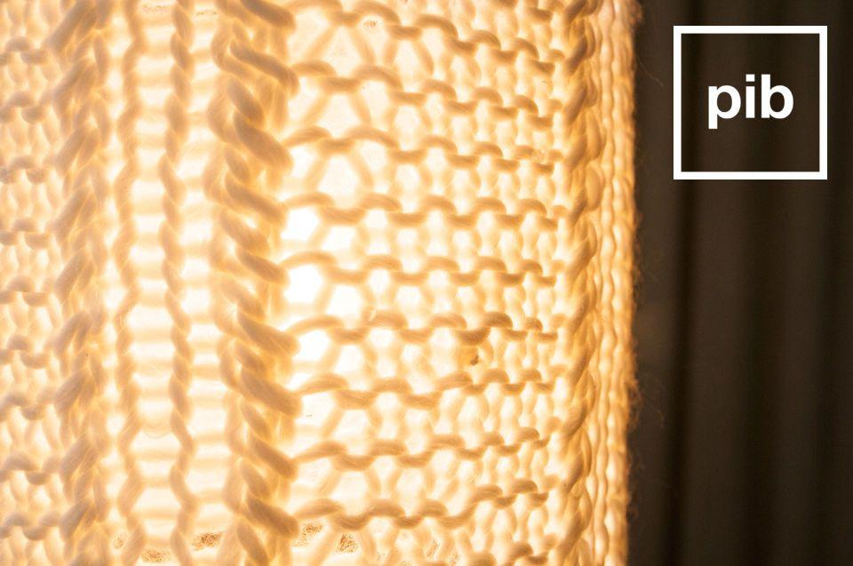 Die Hängeleuchte Aguëla ist eine kleine Lampe für Ihre Decke